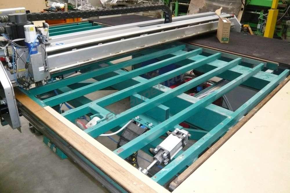 Refurbishing of the cutting table Bottero
